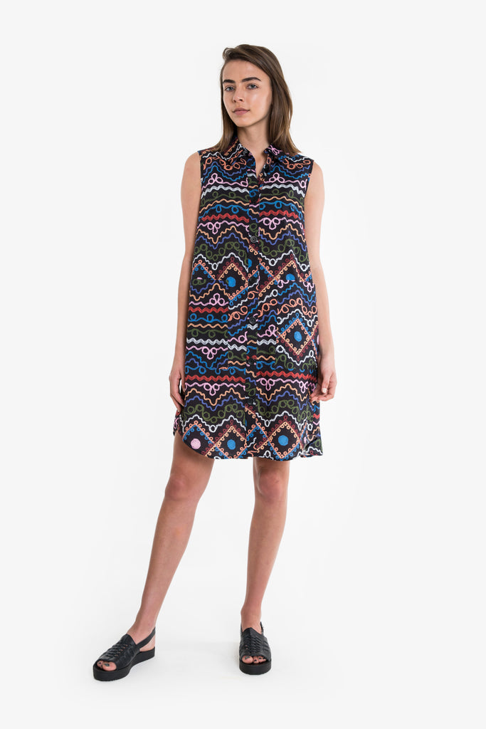 A classic, sleeveless shirt dress with a button down front, in a bold Obus print