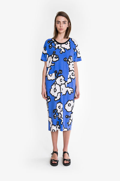 A bold and bright blue and white floral print longline jersey cotton tshirt dress from Obus. Boxy fit, scoop neck, finishes below the knee.