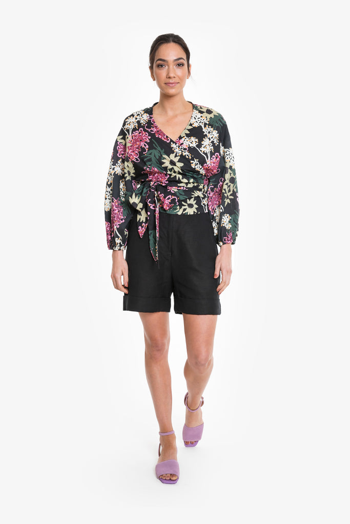 A wrap top with big tie in a signature Obus large floral print