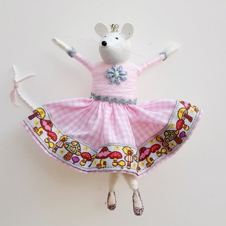 Sugar mouse in rockabilly skirt