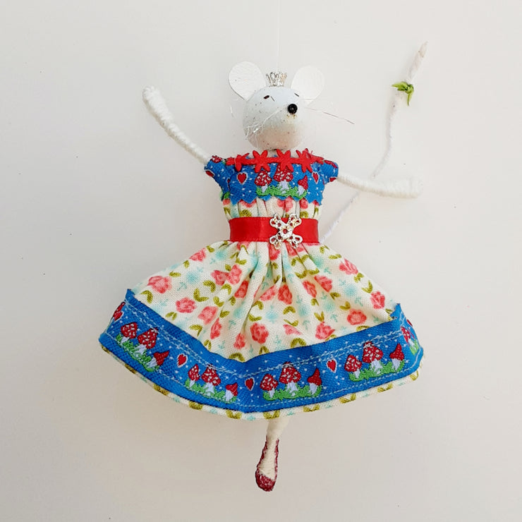 Sugar mouse in 1950s summer dress