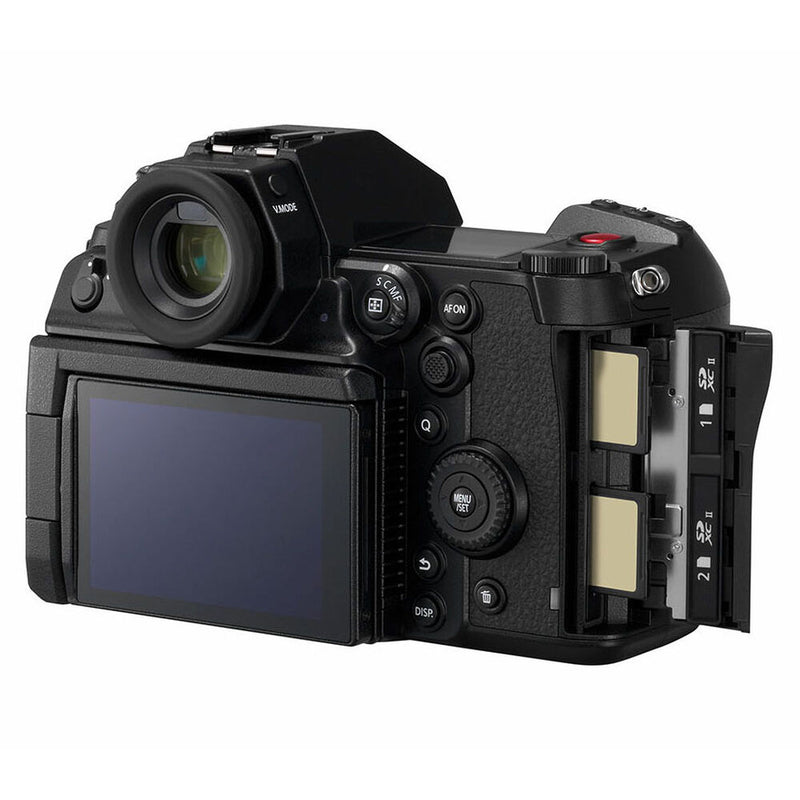 Panasonic-Lumix-S1H-Body-view-5