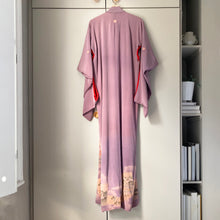 Load image into Gallery viewer, Vintage full-length kimono with border design and contrast colour lining