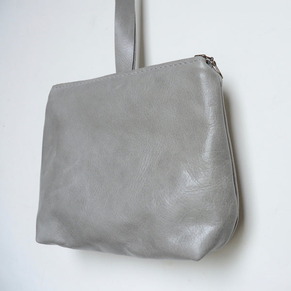 leather dumpling wristlet: dove grey