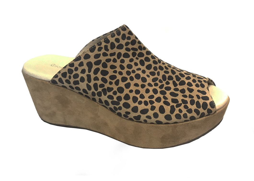 Chocolat Blu Yiona Wedge Tan Leopard Suede