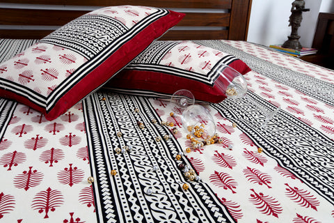 Double bedsheet designer Set in Cotton Printed in Ivory, Black and Maroon Colour at Jodhaa India