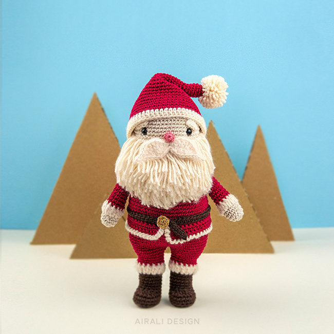 Ravelry: Amigurumi Santa Hat pattern by June Gilbank | 650x650