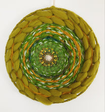 Load image into Gallery viewer, Green 70s Circle Weave
