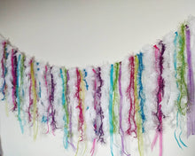 Load image into Gallery viewer, Sparkly Llama Garland