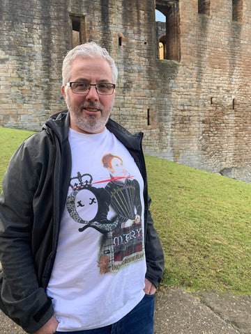 Keven Cardle touring Linlithgow Palace with Dead Queens Mary Queen of Scots T-shirt