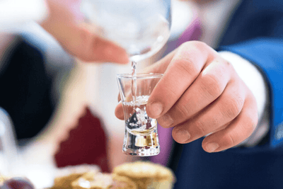 Vodka: come si fa e come servirla?