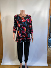 Pretty Woman Elegant Black Floral Tunic Top with Mesh Detail
