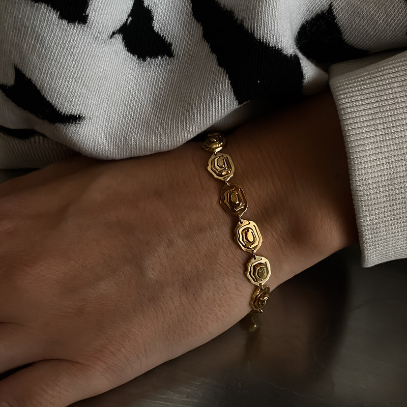 Elena Bracelet Gold Vermeil - Kay Konecna Studio. Independent jewellery designer based in London. Discover Women's Elena Bracelet Gold Vermeil. Visit the official e-store and shop with secure payments and fast worldwide shipping.
