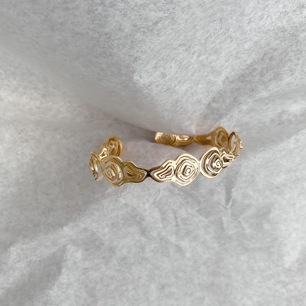 Pia Eternity Cuff Gold Vermeil - Kay Konecna Studio. Independent jewellery designer based in London. Discover Women's Pia Eternity Cuff Gold Vermeil. Visit the official e-store and shop with secure payments and fast worldwide shipping.