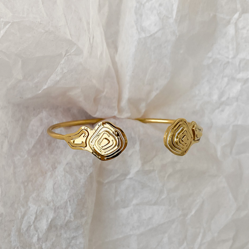 Pia Cuff Gold Vermeil - Kay Konecna Studio. Independent jewellery designer based in London. Discover Women's Pia Cuff Gold Vermeil. Visit the official e-store and shop with secure payments and fast worldwide shipping.