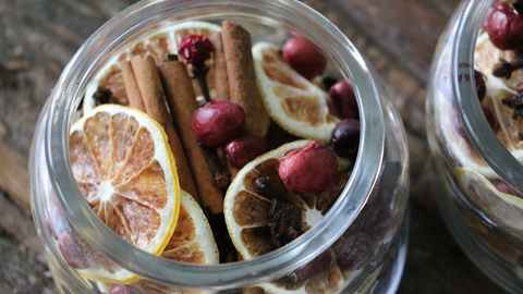 holiday potpourri with cinnamon, lemon and cranberries and essential oils