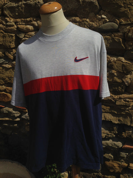 83183c6445f7 Vintage sectioned Nike swoosh Top – Column11