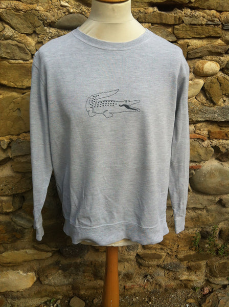 Special outline Lacoste Sweater