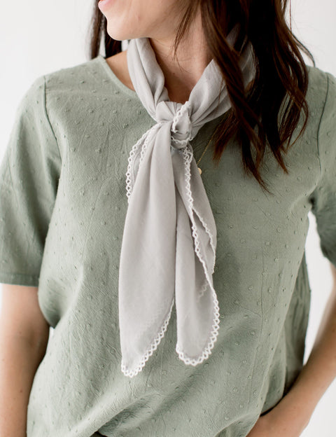 Scallop Stitch Neck Scarf in Gray