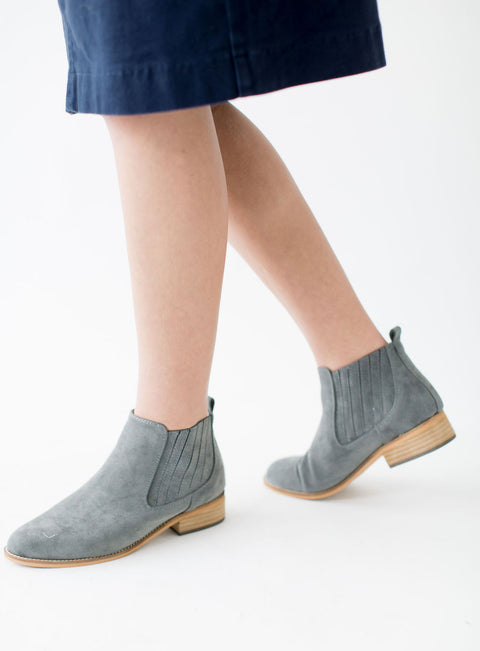 Chelsea Boot in Grey