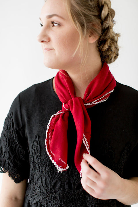 Scallop Stitch Neck Scarf in Cranberry
