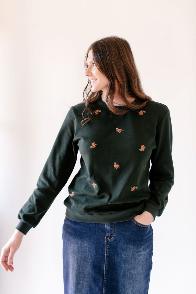 'Parker' Embroidered Sweatshirt in Hunter Green