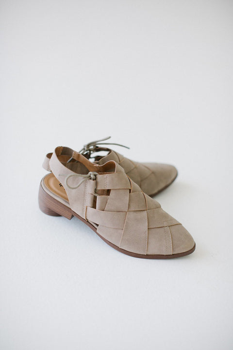Knotted Flats in Taupe