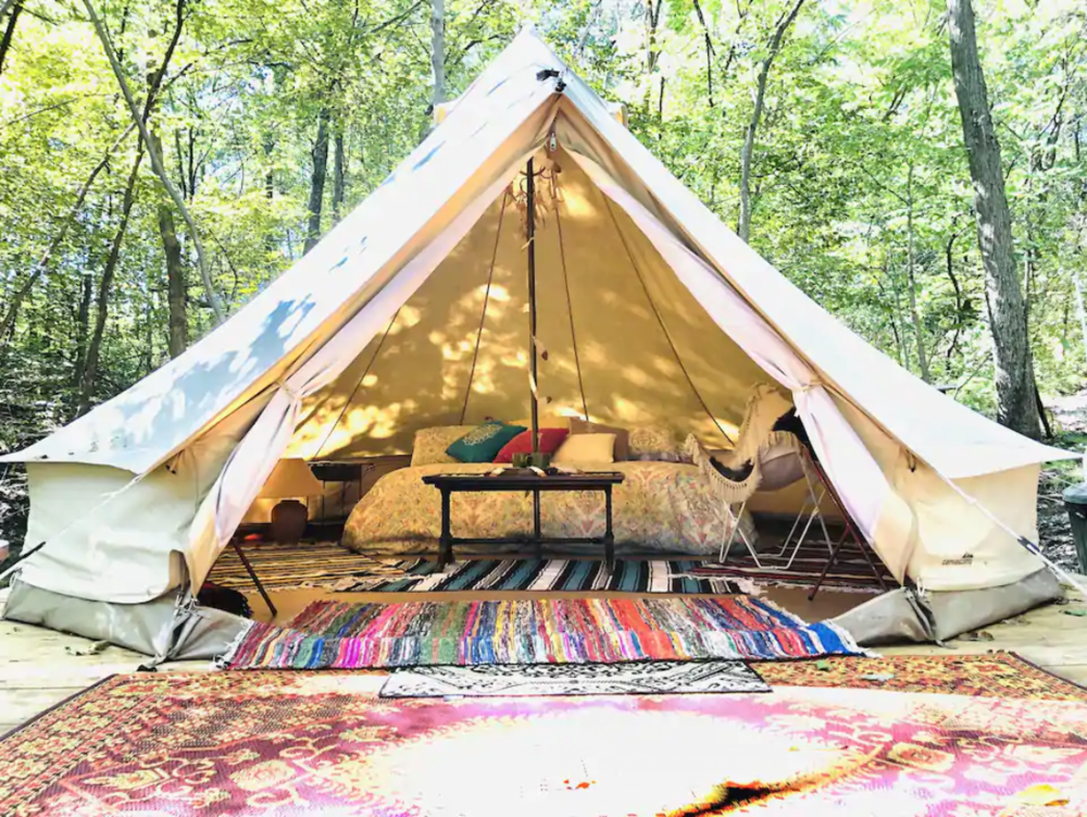Melissa is a Superhost with 4.88 rating who has been hosting since July 2019 and has had success running a glamping retreat in Missouri where she lives with her husband and son.