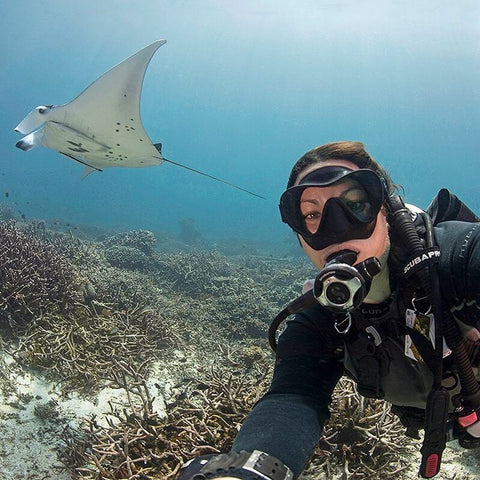 Andrea Marshall Queen Of Manta Underwater With Manta Ray Scube