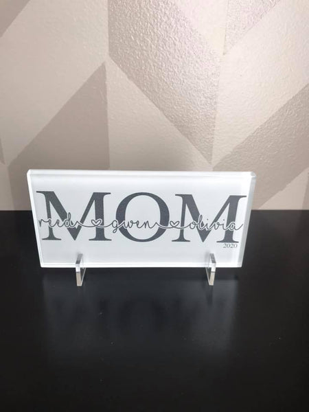 Custom MOM tile with names of kids