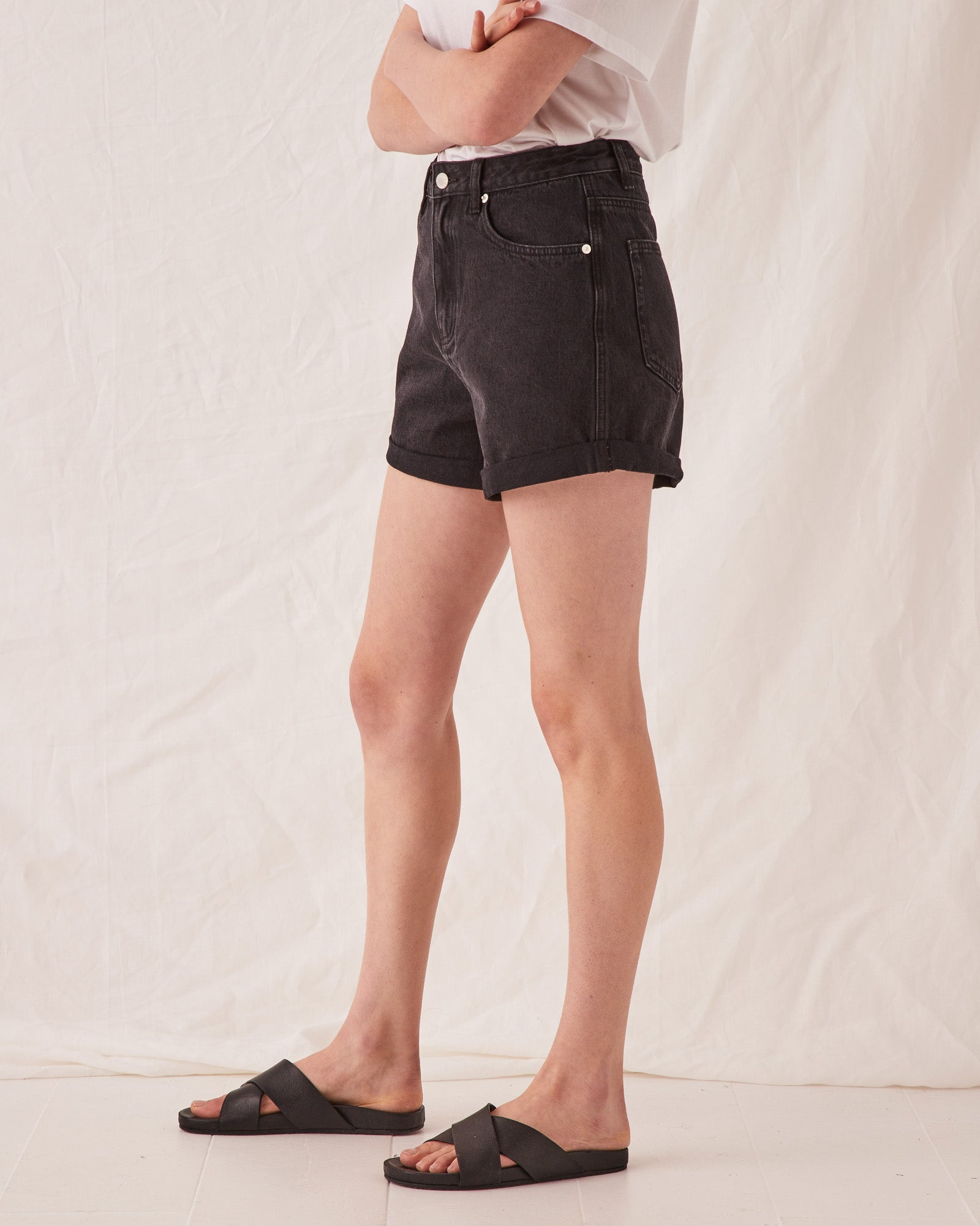 Rolled Hem Short Washed Black