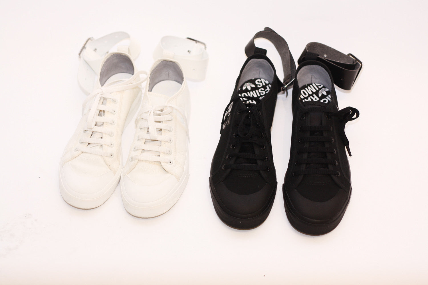 Raf Simons x Adidas | Adidas Originals Spirit Buckle Sneakers (black)
