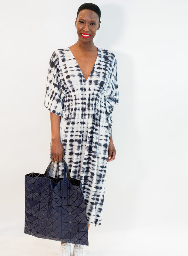 BAO BAO by ISSEY MIYAKE | Lucent Matte Tote in Navy