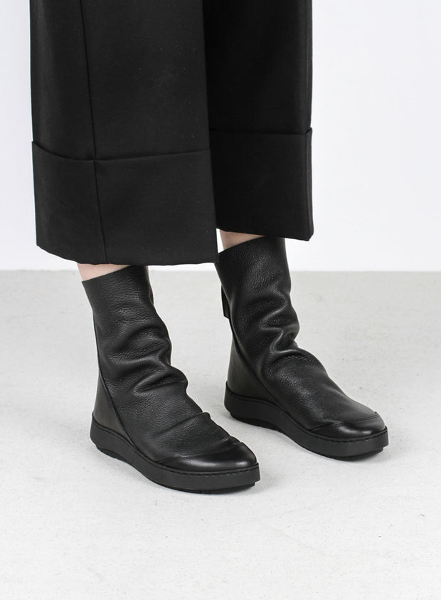 TRIPPEN | 'Shovel' Flat Boot in Black
