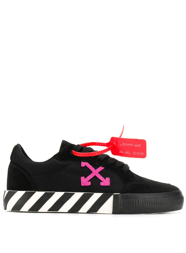 OFF-WHITE | Arrow Low Vulcanized Sneakers in Black & Violet