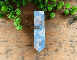 LIGHT BLUE FLORAL SKINNY TIE