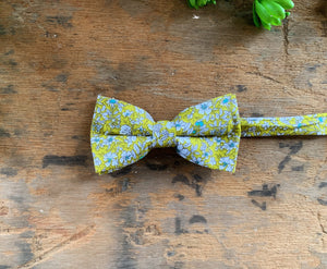 LIGHT GREEN FLORAL BOW TIES
