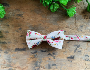 LIGHT PINK FLORAL BOW TIES