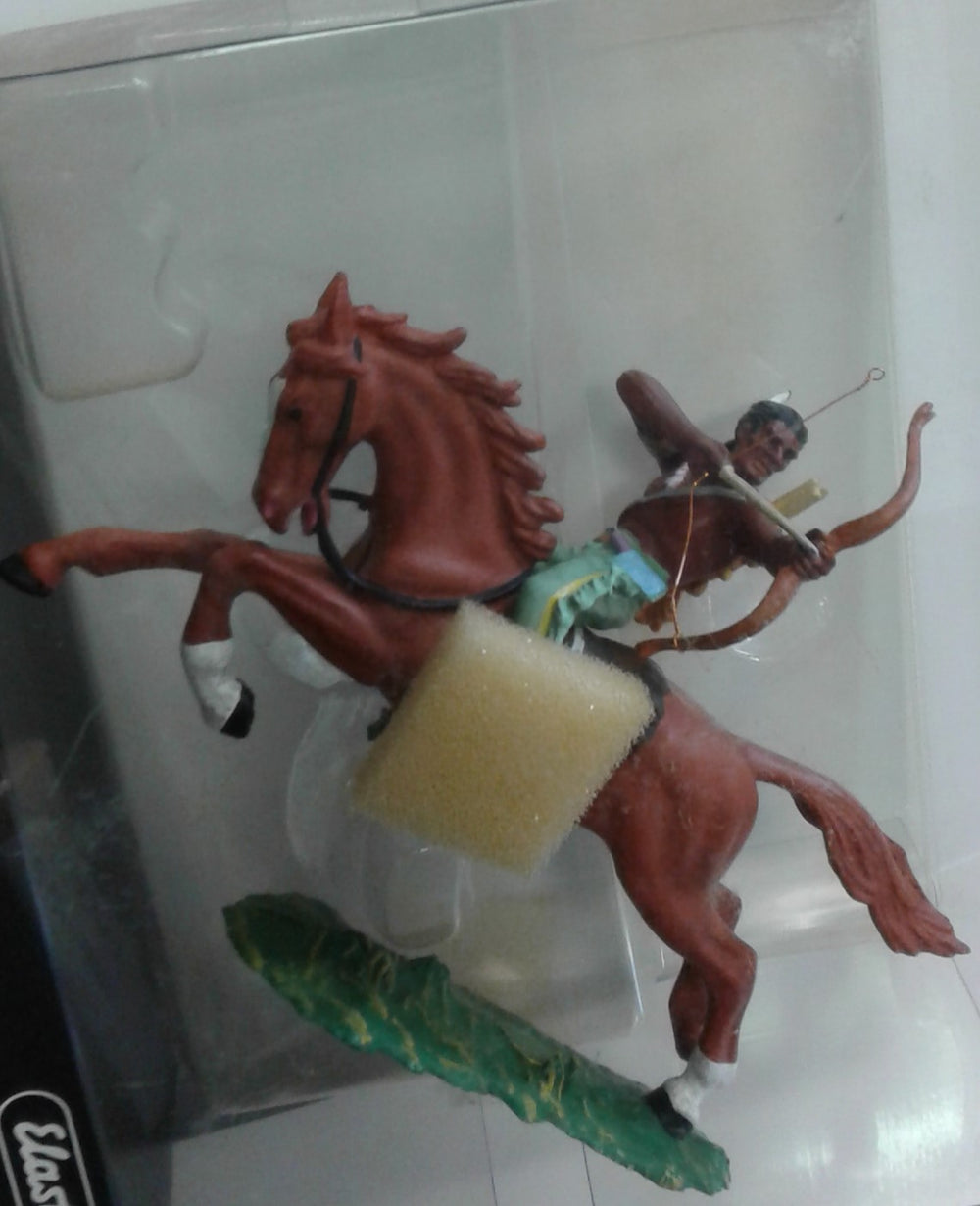 PREISER # 54655 - RIDING WITH BOW, 1:25 SCALE ELASTOLIN FIGURE