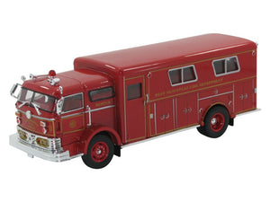 SIGNATURE MODELS - DIE CAST FIRE RESCUE TRUCK - 1:32 SCALE