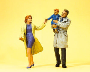 PREISER # 45138 - G SCALE FIGURES - COUPLE WITH CHILD