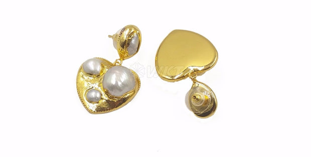 Heart shape pearl with gold trim earring