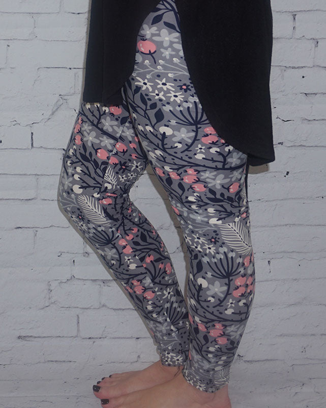 WOMAN WEARING FLORAL LEGGINGS