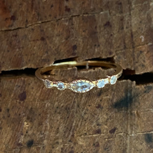 Halo solid gold ring with cubic zirconia