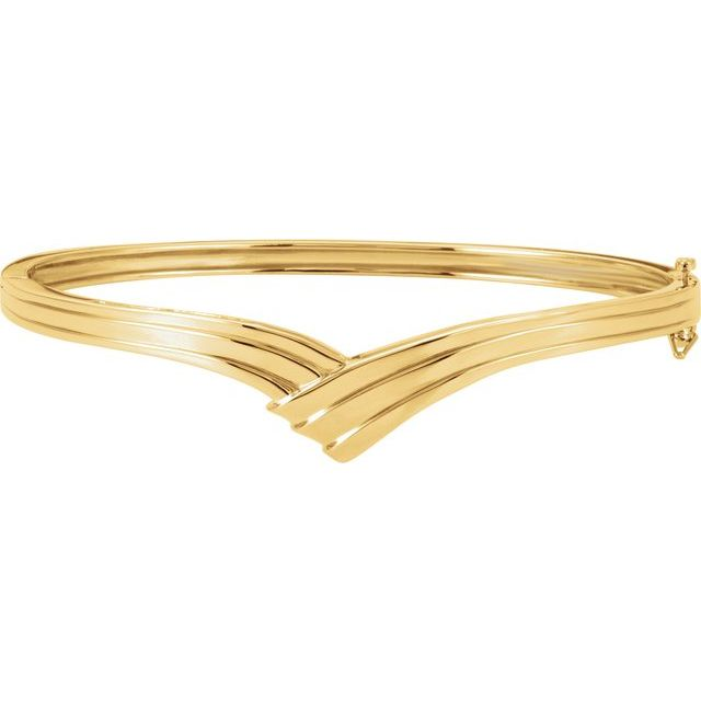 14 Karat Yellow Gold Chevron-Style Hinged Bangle