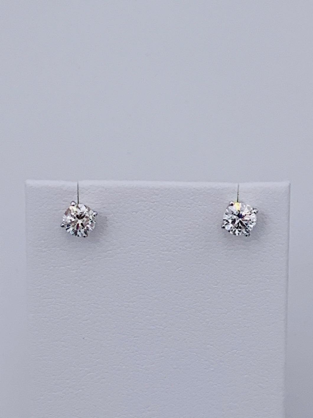 14 Karat White Gold 4-Prong Round Brilliant Diamond Stud Earrings With Screwback