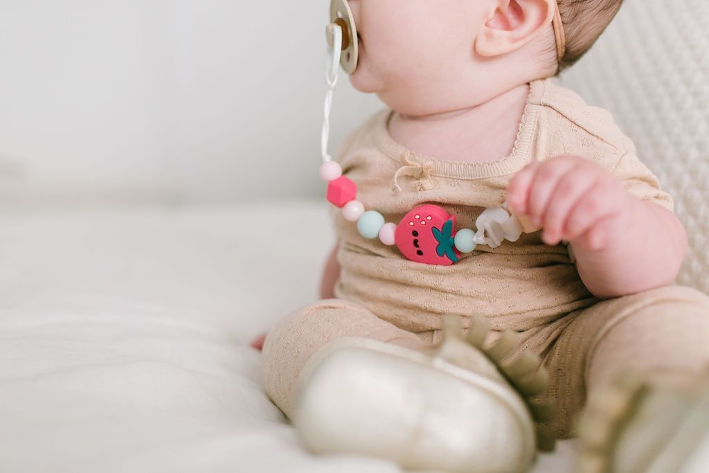 Loulou Lollipop Darling Pacifier Clip Strawberry