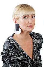 Load image into Gallery viewer, Egypt Earrings/ Black & White
