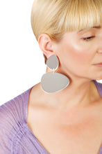 Load image into Gallery viewer, Plexiglass Silver-Mirror Pebbles Earrings/ Silver