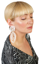 Load image into Gallery viewer, PlexiGlass Mirror-White Oval Spiral Earrings / White